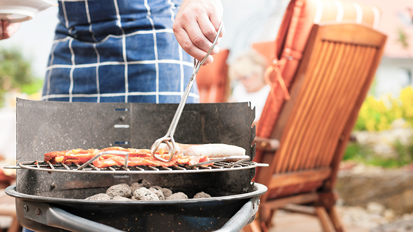 Houtskoolbarbecue verplaatsen