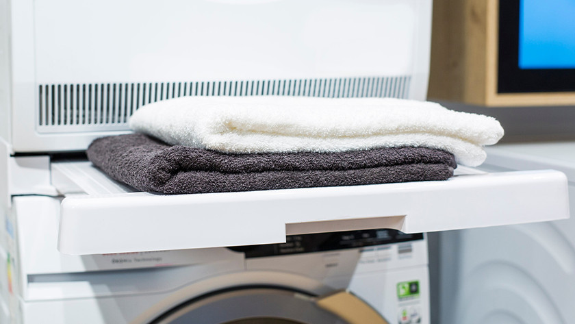 Tussenstuk met wasmachine en wasdroger