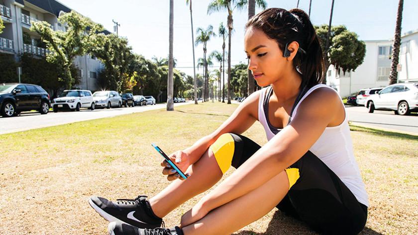 Sporten met bone conduction oordopjes