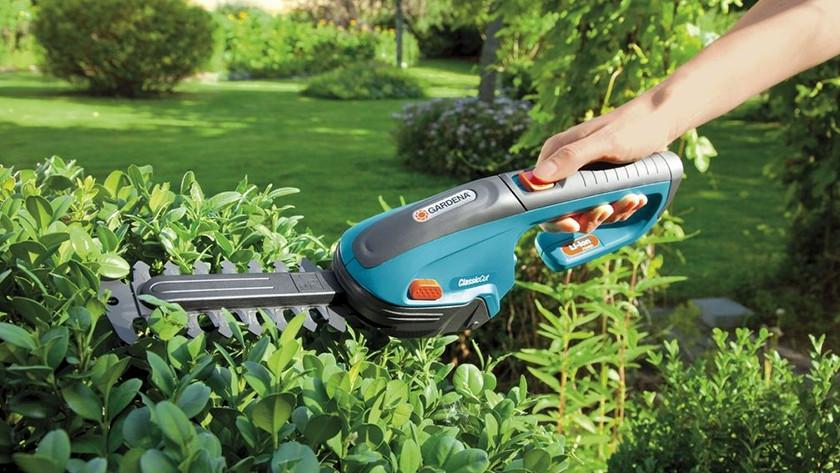 Handheld hedge trimmer