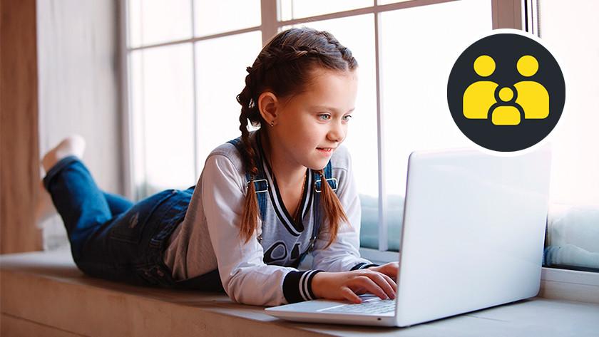 Kind werkt op laptop.