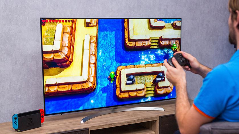Zelda Link's Awakening spelen met een Pro Controller op de Nintendo Switch.