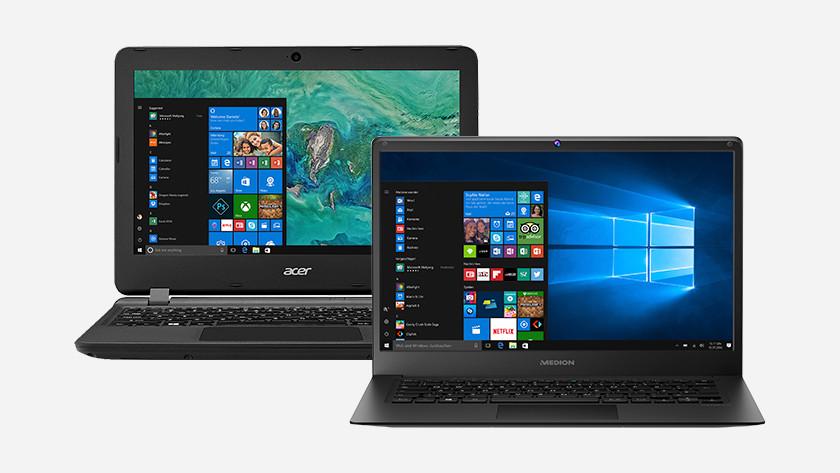 Twee laptops naast elkaar.