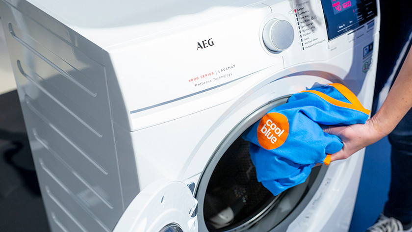 Coolblue shirt gaat in de wasmachine.