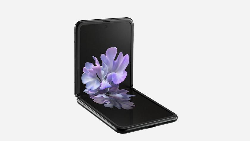 Samsung Z Flip vs Fold screen