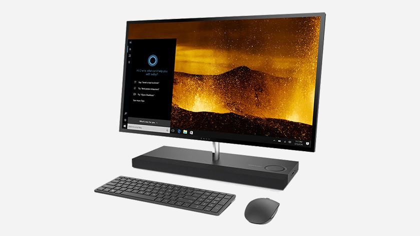 All-in-one pc vanaf de zijkant gezien met toetsenbord en muis.