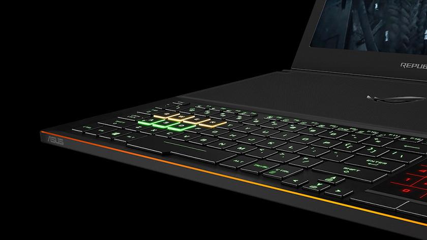 Gaming toetsenbord van Asus ROG laptop.