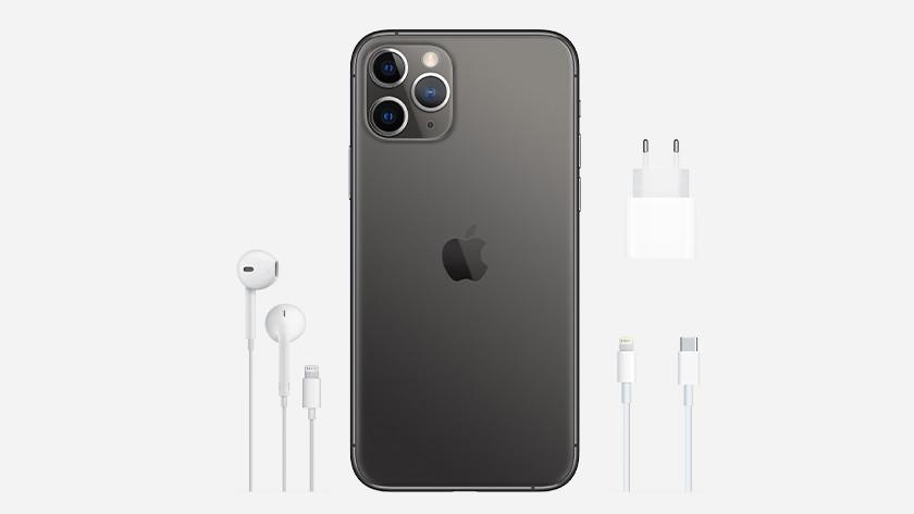 iPhone 12 Pro (Max) met kabel, oplader en EarPods