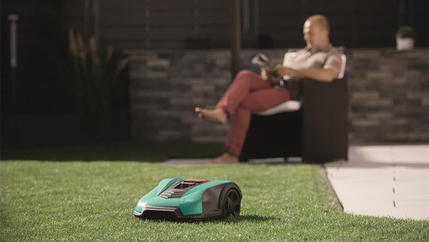 Bosch Indego robotmaaier in tuin