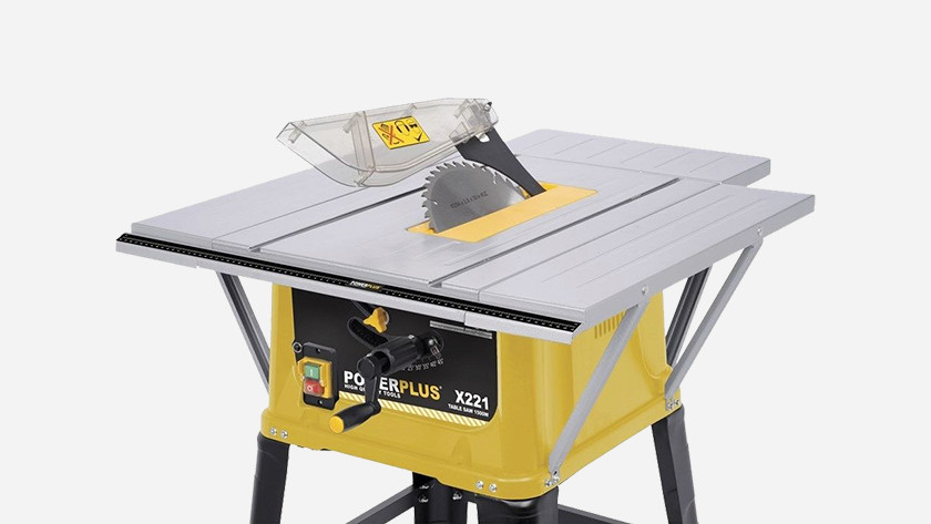 Inclined cutting with a table saw