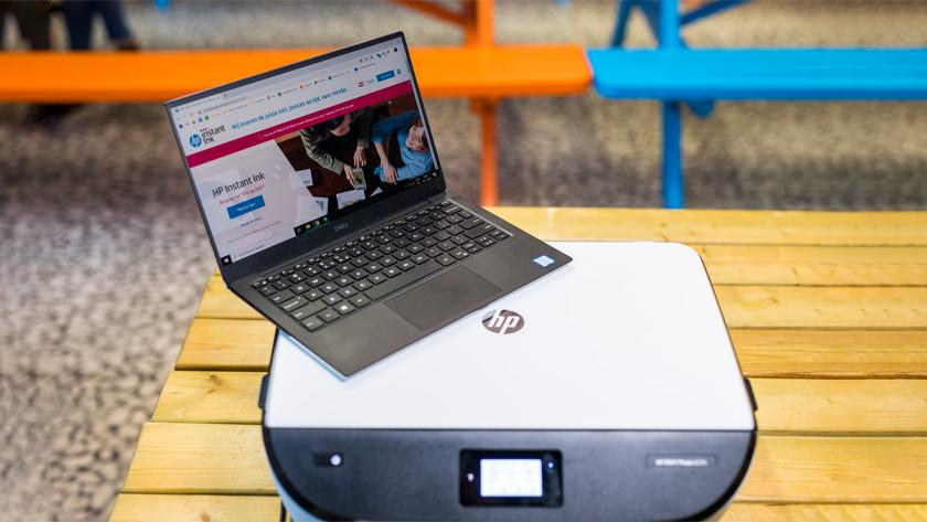Hp printer met Instant Ink als website op laptop