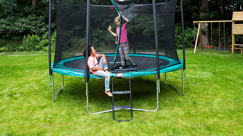 Trampoline with high step