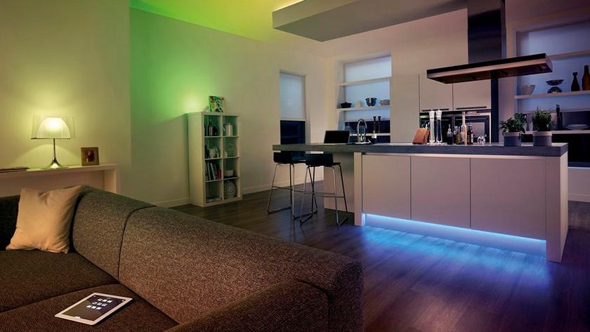 Philips Hue verlichting woonkamer groen en blauw