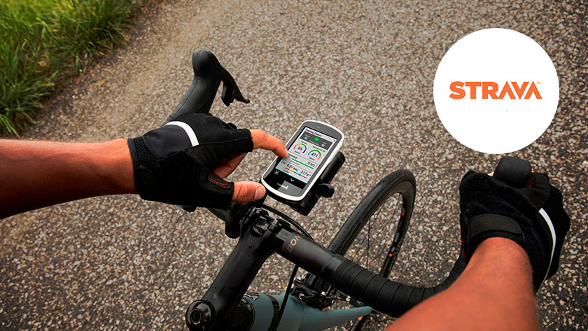 Hand bedient fietsnavigatiesysteem op mountainbike