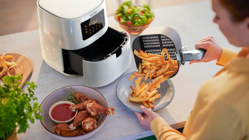 airfryer met friet, kip