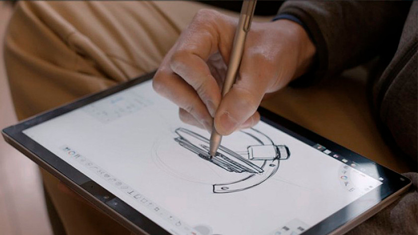 Tekenen met stylus op Windows 10 laptop in tabletmodus.