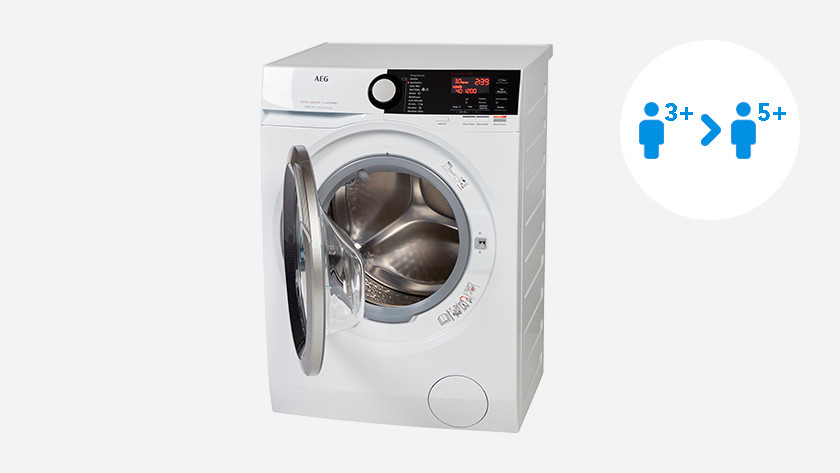 Washing machine with 8 or 9kg load capacity