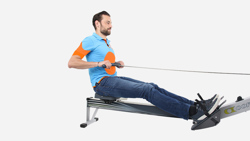Rowing machine training arm muscles