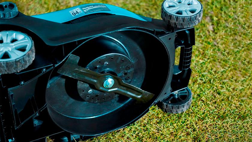 Clean lawn mower