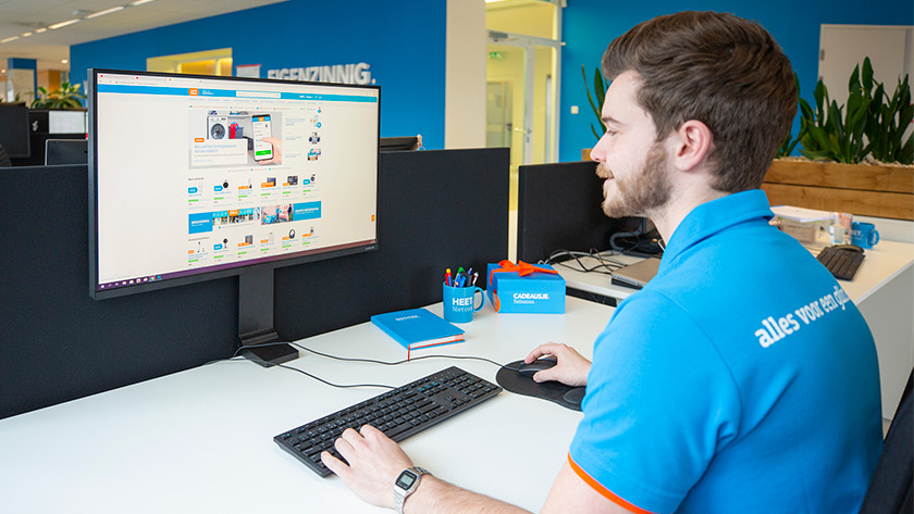 Samsung Space space-efficient desk
