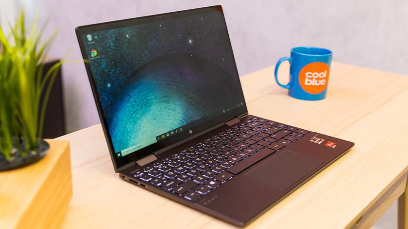 HP ENVY x360 13-ay schuin voor.