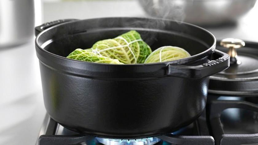 gietijzeren braadpan met groente