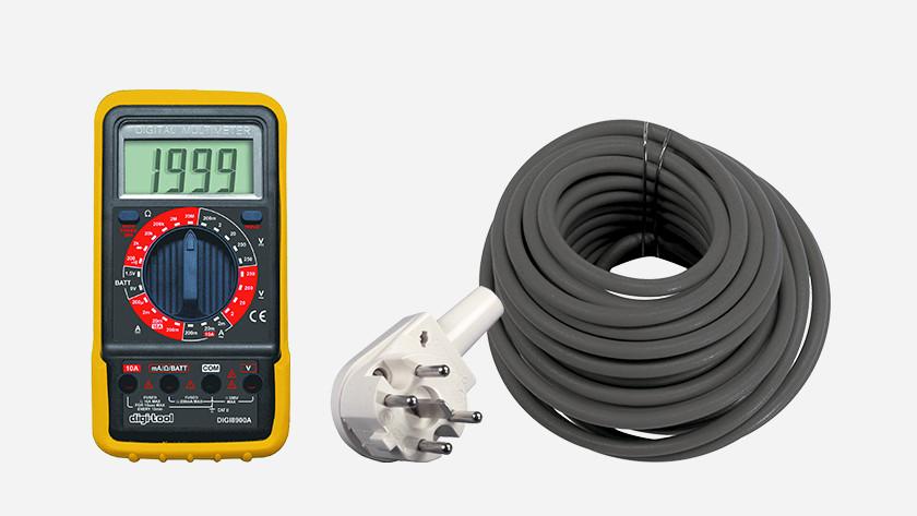 1 fase stekker, multimeter en kabel