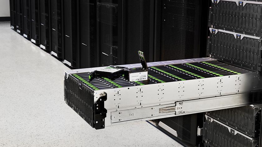 Een lade vol met server harde schijven voor big business