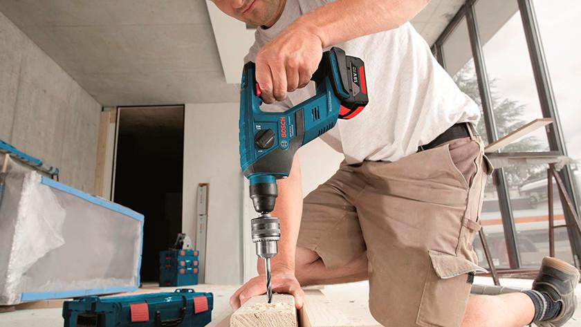 Battery-powered hammer drill