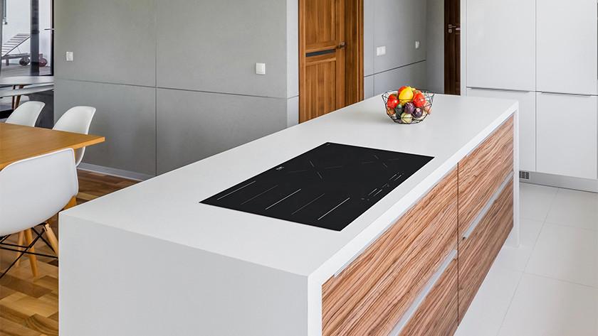 Elektrisch kookplaat in een kookeiland