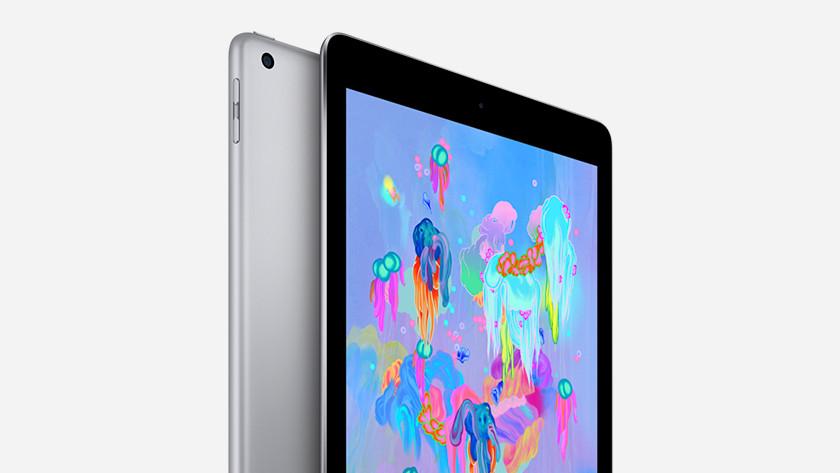 iPad (2018) display