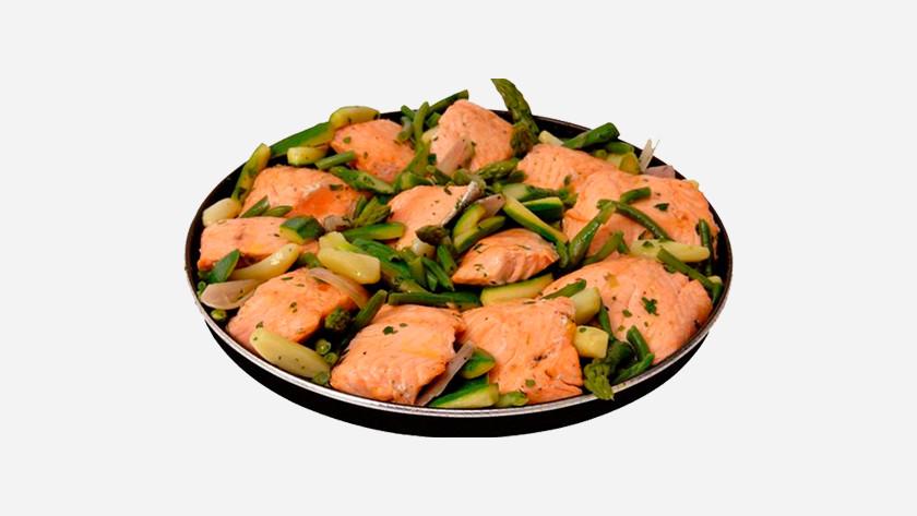 Crispplaat met zalm en groente