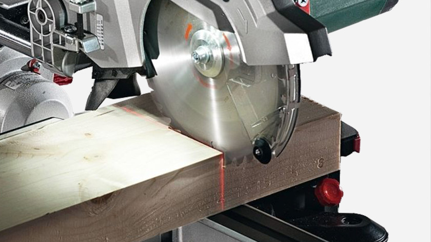 Set the laser guide radial arm saw