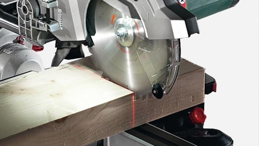 Lasergeleider afkortzaag instellen