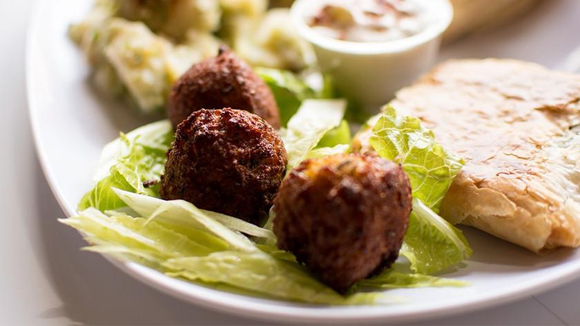 Meatballs on lettuce