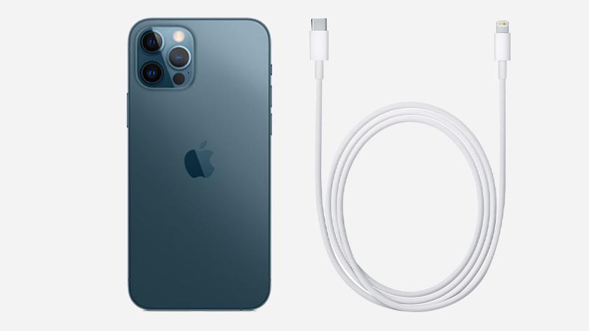 iPhone 12 Pro (Max) met kabel
