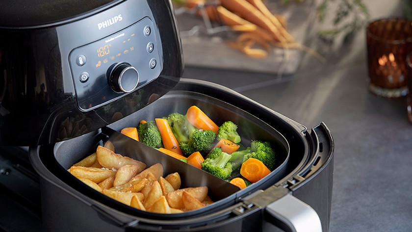 Airfryer with pan divider with potatoes and vegetables