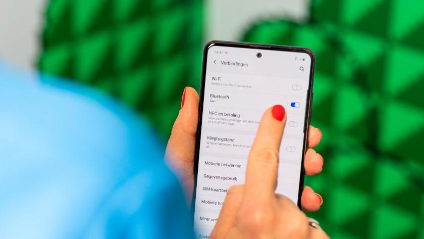Schakel bluetooth in op je smartphone