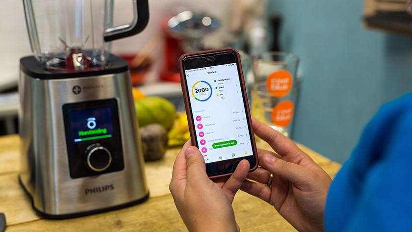 Smartphone met voedselinname op scherm