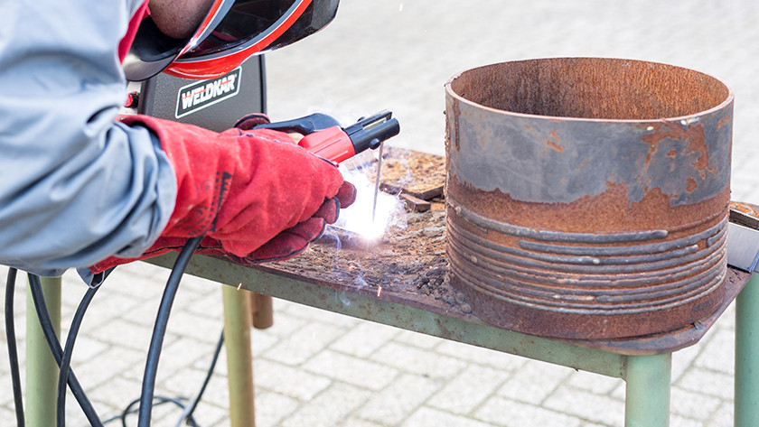 How does electrode welding work?