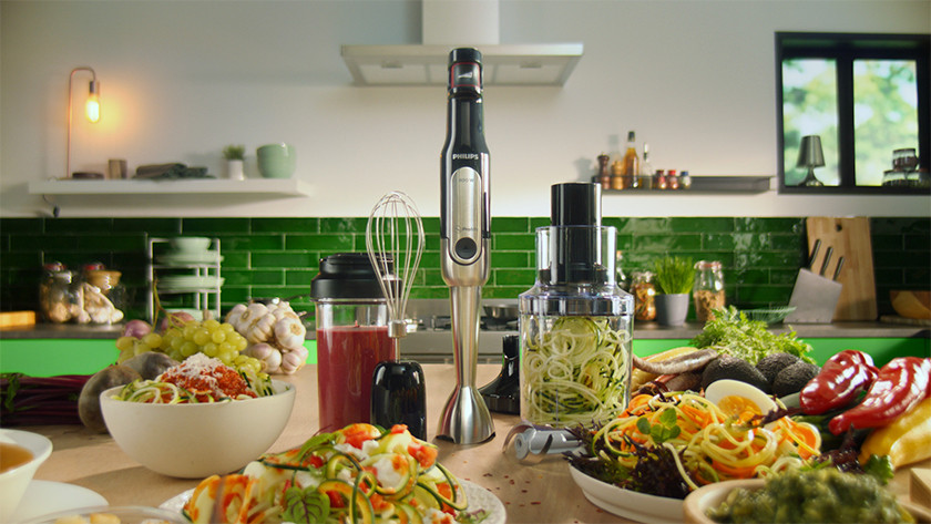 Immersion blender with sliced vegetables