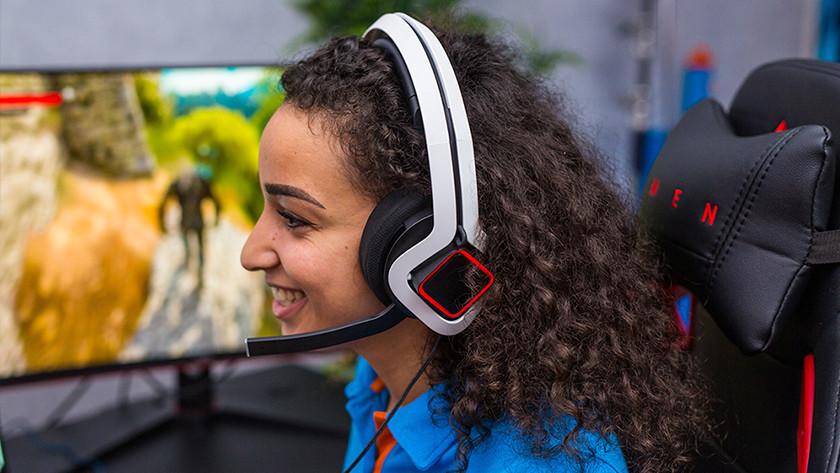 Meisje met gaming headset.