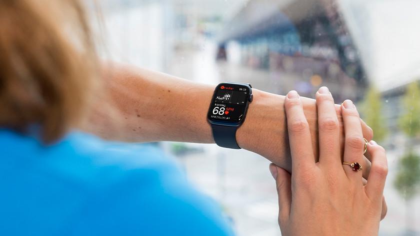 Apple Watch SE: without blood oxygen sensor