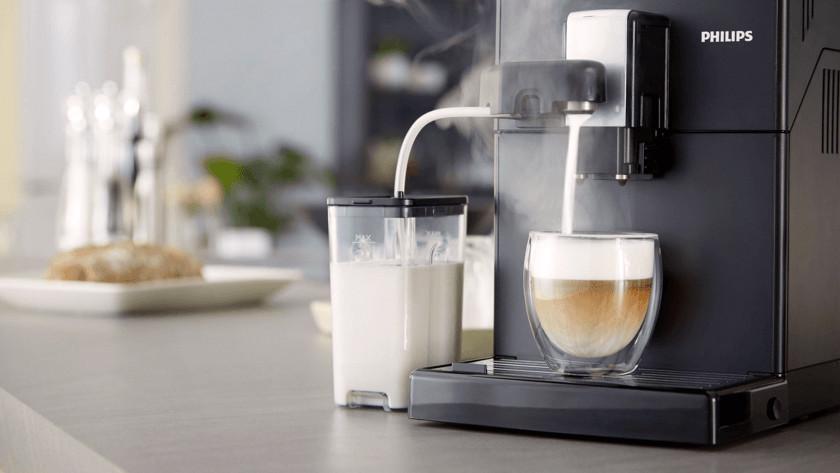 Melk opschuimen met melkslang