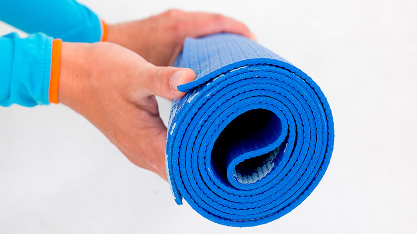 Enrouler le tapis de yoga
