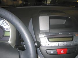 Brodit ProClip Toyota Aygo/Peugeot 107/Citroen C1 06-11 Cen