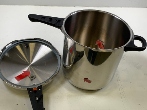 Second Chance WMF Perfect Pressure Cooker 8.5 liters