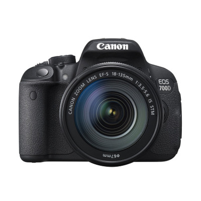 CANON EOS 700 D + 18-135IS STM